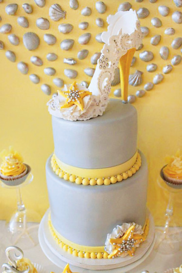 high-heel-topped-beach-cake